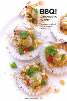 Try out these Vietnamese scallops (sò điệp nướng mỡ hành) on the shell with fish sauce, butter, salted peanuts and scallions! Seafood Recipes, Appetizer Recipes, New Recipes, Dinner Recipes, Malaysian Food, Malaysian Recipes, Fresh Scallops, Recipe Maker, Viet Food