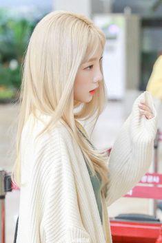 K-Pop Babe Pics – Photos of every single female singer in Korean Pop Music (K-Pop) Girls Generation, Girls' Generation Taeyeon, Snsd, Kpop Girl Groups, Kpop Girls, Korean Girl, Asian Girl, Japonese Girl, Blonde Asian