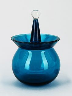 Nanny Still, a sugar bowl from Harlekin-seriers, 1958 by Riihimäen Lasi Oy, Finland. Photo copyright by Scandinavian Collectors Glass Design, Design Art, Pots, Vases, Z Arts, Bottle Art, Sugar Bowl, Be Still, Scandinavian