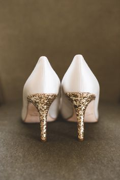 Kate Spade, Glittery Gold Pumps!  Photography: Maria Vicencio Photography - mariavicencio.com/  Read More: http://www.stylemepretty.com/mid-atlantic-weddings/2014/04/16/elegant-meridian-house-wedding/