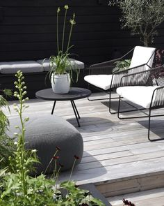 Ive spent a lot of time on our terrace lately and I realized thats been a wh {Balkon und Terrasse / pretty balcony} Outdoor Areas, Outdoor Rooms, Outdoor Living, Outdoor Furniture Sets, Outdoor Decor, Modern Garden Furniture, Terrace Garden, Terrace Decor, Garden Chairs