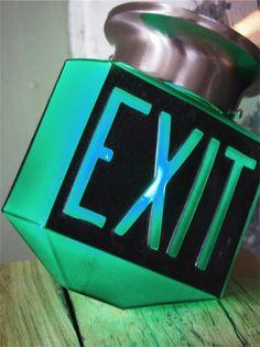 rare Lampe verte exit USA 3 faces socle metal