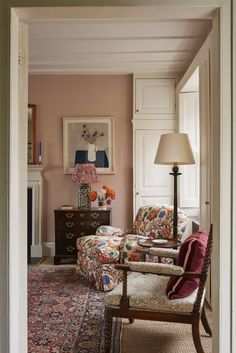 A Georgian cottage with expertly layered interiors by Ben Pentreath Ben Pentreath has created a masterclass in mixing colour and pattern at this diminutive early Georgian cottage in Highgate. Plain Curtains, Orange Curtains, Green Cabinets, Living Spaces, Living Room, Small Living, Georgian Homes, Dining Room Inspiration, Monday Inspiration