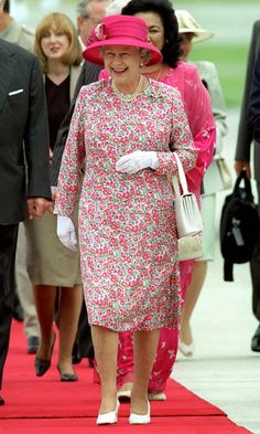 FLOWER POWER The Queen's fun-loving personality often shines through in silk day dresses with vibrant floral motifs. Royal Queen, Queen B, God Save The Queen, Commonwealth, Her Majesty The Queen, Elisabeth, Royal Fashion, Gothic Fashion, Queen Of England