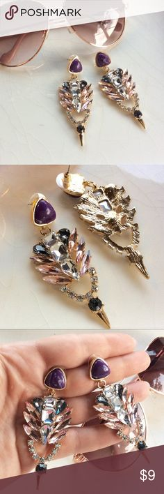 Gorgeous crystal earrings Beautiful earrings, great colors for a night out! Jewelry Earrings