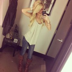 I would add even more flair with jewelry, but love the idea of this flowy top, skinny jeans and cute boots! Country Outfits, Fall Outfits, Summer Outfits, Casual Outfits, Cute Outfits, Casual Wear, School Outfits, Beautiful Outfits, Country Girl Style
