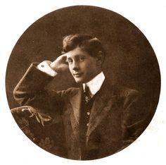 L'ARMARI OBERT: EL BARÓN ADELSWÄRD-FERSEN, POETA Y PIONERO EN LA DEFENSA DE LOS DERECHOS HOMOSEXUALES. http://leopoldest.blogspot.com.es/2015/03/el-baron-adelsward-fersen-poeta-y.html