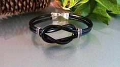Mens Cetic Knot Bracelet/ Mens Genuine Leather Bracelet/Bracciale uomo nodo celtico/ Mens Gift/ Bracciale uomo nodo celtico in cuoio nero di Athiss su Etsy