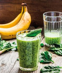 Try this green smoothie recipe for the ultimate high-protein superfood breakfast! Packed with kale and tasty peanut butter, you'll love this easy smoothie recipe that tastes just like a banana peanut butter treat. Smoothie Recipes With Yogurt, Smoothie Recipes For Kids, Protein Smoothie Recipes, Breakfast Smoothie Recipes, Easy Smoothies, Juice Smoothie, Protein Superfood, Healthy Drinks, Healthy Snacks