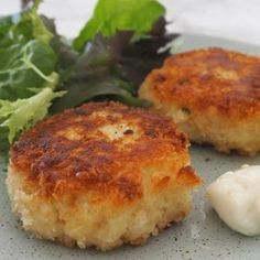 How to make an Easy Fish Cakes Recipe. This recipe is the perfect way to use up any leftover fish you may have. Both regular and Thermomix instructions included. Easy Fish Cakes, Fish Cakes Recipe, Easy Cake Recipes, Fish Recipes, Seafood Recipes, Delicious Recipes, Recipies, Vegan Recipes, Yummy Food