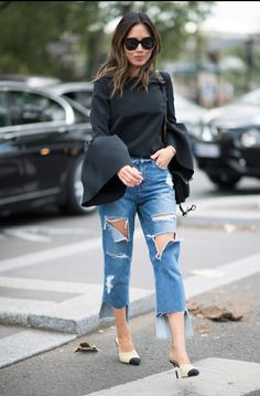Street Style Pictures From Paris Fashion Week Spring 2017 Street Style Shoes, Denim Fashion, Star Fashion, Womens Fashion, Fashion Trends, Unique Fashion, Fashion Photo, Fashion Week Paris, Fashion Clothes