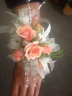 Five flower corsage with spray roses, could have more greenery/filler flowers Wrist Corsage Wedding, Prom Corsage And Boutonniere, Bridesmaid Corsage, Flower Corsage, Boutonnieres, Homecoming Flowers, Homecoming Corsage, Prom Flowers, Bridal Flowers