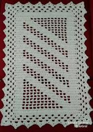 Simples e lindo 💚😍 crochenistasdobrasil crochet crochê croche instacrocheting lovecroche lovecrochet handmade decoracao… Filet Crochet, Crochet Quilt, Crochet Home, Crochet Doilies, Crochet Baby, Crochet Motif Patterns, Crochet Stitches, Crochet Classes, Crochet Projects