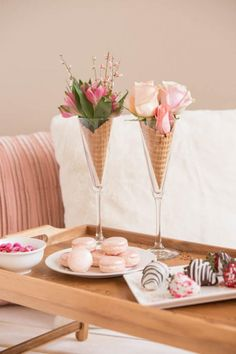 Last Minute Centerpieces Perfect for Your Galentine's Day Party . - Last Minute Centerpieces Perfect for Your Galentine's Day Party … Summer Decoration, Graduation Party Games, Diy Cans, Facebook Party, Festa Party, Deco Floral, Ice Cream Party, Ice Cream Wedding, Ice Cream Theme