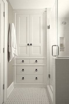 Astounding-Linen-Closet-Cabinet-Decorating-Ideas-Gallery-in-Bathroom-Traditional-design-ideas-
