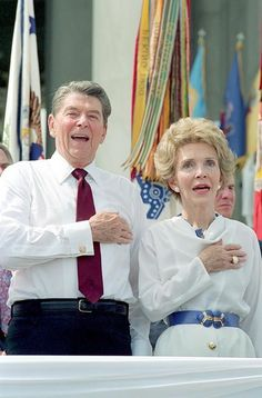 Former president of the USA Ronald Reagan with wife Nancy 40th President, Trump Is My President, President Ronald Reagan, Greatest Presidents, American Presidents, Us Presidents, American Pride, American History, Nancy Reagan