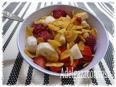 Macedonia de fresa, plátano y cereales. (Valor nutricional) Cals: 148kcal   Grasa: 0,83g   Carbh: 34,79g   Prot: 2,89g Una simpl...