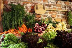 Viini- & Puutarhatila Pihamaan puodista löytyy mm. taatusti tuoreita vihanneksia, Vääksyn pienmyllyn jauhoja, tuoretta maalaisleipää sekä Pihamaan omia viinejä, siidereitä ja liköörejä.