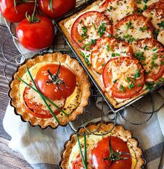 Tomato Recipes Tomato Tart Recipe - Can't wait to try this with delicious in season tomatoes. - This scrumptious tomato tart is the perfect light summer meal! Tomato Tart Recipe, Tomato Pie, Tomato Tart Puff Pastry, Tomato Basil Tart, Light Summer Meals, Vegetarian Recipes, Cooking Recipes, Keto Recipes, Food Photography