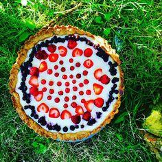 #tarte with #berries & #superfoods like #canihua seeds & #yacon powder. #Sommer- Tarte mit Beeren - Canihua schenkt Biss und Vitamine,  mit Yacon kann man gut süssen und den Zuckeranteil reduzieren. Superfoods, Pie, Desserts, Recipes, Berries, Sugar, Summer Recipes, Rezepte, Torte