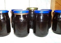 Feketeszőlő lekvár szegfűszeggel és fahéjjal recept foto Canning Pickles, Sweet Life, Preserves, Bar Stools, Mason Jars, Cooking Recipes, Mugs, Drinks, Tableware