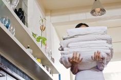 do not overpack linen closet. sheets must breath/air circultation or get musty. laundry sheets between them. House Cleaning Tips, Diy Cleaning Products, Cleaning Hacks, Household Products, Household Tips, Cleaning Maid, Homemade Products, Cleaning Service, Trier