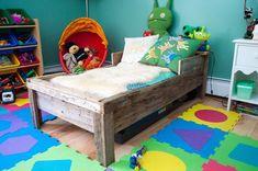 Diy wooden pallet toddler bed planing – ideas with pallets Rustic Toddler Beds, Pallet Toddler Bed, Diy Toddler Bed, Guest Bedroom Decor, Bedding Master Bedroom, Budget Bedroom, Bedroom Ideas, Wooden Pallets, Wooden Diy