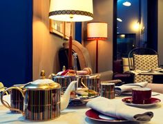 Uma townhouse no coração de Lisboa | Mutante Magazine Luxury, Home Decor, Vintage Patio Furniture, Warm Colors, Lisbon, Houses, Decoration Home, Room Decor, Home Interior Design