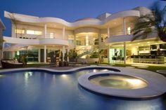 Belle homes & Estates Inserzioni - case di lusso Luxury Homes Interior, Luxury Apartments, Dream Home Design, House Design, Dream Mansion, Dream Homes, Modern Mansion, Facade House, House Goals
