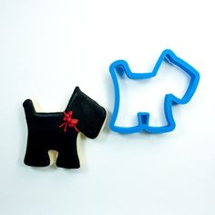 Our high-quality, printed scottie dog head cookie cutter comes in 4 sizes! Custom cookie cutters available for any occasion. Dog Training Methods, Basic Dog Training, Dog Training Techniques, Training Your Puppy, Training Dogs, Dog Cookies, Cookies Et Biscuits, Fondant, Animal Cookie Cutters