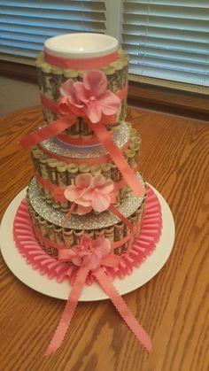 Money cake to celebrate a milestone birthday! Money Birthday Cake, 19th Birthday Cakes, 21st Birthday, Birthday Gifts, Birthday Cards, Candy Favors, Candy Cakes, Money Creation, Pink Sweet 16