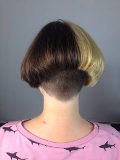 Awesome Super Bowl hairstyles information are available on our site. look at this and you wont be sorry you did. Short Wedge Hairstyles, Messy Bob Hairstyles, Edgy Haircuts, Girls Short Haircuts, Trendy Hairstyles, Short Hair Styles, Half Dyed Hair, Shaved Nape, Unisex
