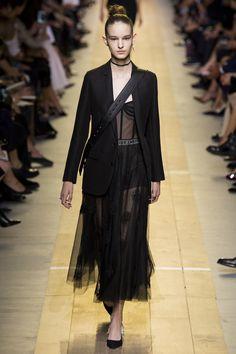 Christian Dior Spring 2017 Ready-to-Wear Fashion Show - Laura Toth