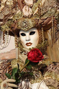 Carnevale in Venice, Italy Sita secreta en Venicia ? Venetian Carnival Masks, Carnival Of Venice, Rio Carnival, Carnival Costumes, Venice Carnivale, Costume Venitien, Venice Mask, Masks Art, Masquerade Ball