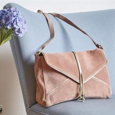 Leather shoulder bag Amaryllis. Petite mendigote.