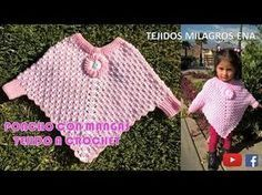 Poncho con Mangas tejido a crochet paso a paso - Crochet Scoodie Crochet Baby Cardigan, Crochet T Shirts, Crochet Mittens, Crochet Slippers, Crochet Girls, Crochet For Kids, Easy Crochet, Crochet Lace, Crochet Rugs