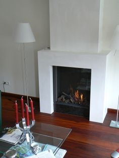 simpele open haard Fireplace Remodel, Brick Fireplace, Wood Burner, Decoration, New Homes, Living Room, Fireplaces, Study, Inspiration