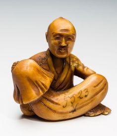MAN WITH GIANT MUSHROOM Netsuke, ivory. Japan, Meiji period or later