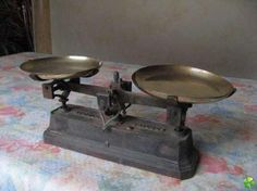 balance ancienne avec ses 4 poids achat et vente priceminister balances anciennes. Black Bedroom Furniture Sets. Home Design Ideas