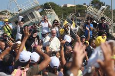 """EL Papa visitó Lampedusa, símbolo de la inmigración africana en Europa, homenajeó a quienes """"buscaban un lugar mejor pero encontraron la muerte"""", duro mensaje a la Unión Europea. Foto: AFP"""