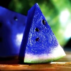 Blue Watermelon!! yummy i need some delivered asap.. PLEASEEEEEEE!!!!!! :))