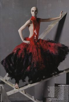 A little bit of fashion inspiration: Homenaje a McQueen - Vogue Mayo 2011