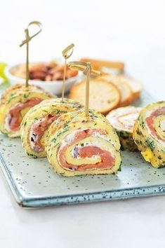 Herbal omelette rolls with salmon + winner of the Boursin promotion! Easter Recipes, Lunch Recipes, Low Carb Recipes, Healthy Recipes, Brunch, Omelette, Party Food Platters, Good Food, Yummy Food