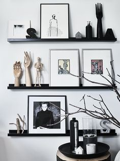 Making great displays from everyday objects - Making great displays from everyday objects - IKEA - Mosslanda Picture Ledge, Ikea Picture Ledge, Photo Ledge, Picture Rail, Picture Shelves, Ikea Mosslanda, Ikea Pictures, Turbulence Deco, Everyday Objects