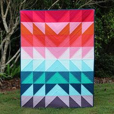 Forget about blah and boring and go for an explosion of color for your next quilt project with this Color Explosion Flying Geese Tutorial. This quilting tutorial lets you create a rainbow of color using half-square triangles to make a graphically stu Quilting For Beginners, Quilting Tutorials, Quilting Projects, Sewing Projects, Beginner Quilting, Sewing Tutorials, Triangle Quilt Tutorials, Baby Quilt Tutorials, Modern Quilt Patterns
