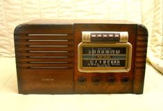 Old Antique Wood RCA Vintage Tube Radio - Restored & Working Art Deco Table Top