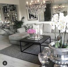God kveld ⭐ her er det taco og filmkveld salon home decor, glam living room Glam Living Room, Living Room Mirrors, Home And Living, Living Room Decor, Dining Decor, Dining Tables, Modern Living, Living Area, Fancy Living Rooms