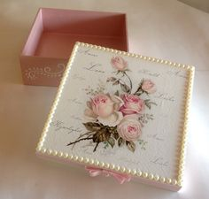 Inspired by how this is finished with it's trim and texture. Decoupage Vintage, Decoupage Box, Vintage Crafts, Fun Crafts, Diy And Crafts, Shabby Chic Boxes, Pretty Box, Jewellery Boxes, Vintage Box