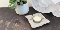 DIY béton : fabriquez un support à bougie en forme de petit coussin Support, Scotch, Diy, Handmade Gifts, Simple, Decorated Candles, Plastic, Pretty, Bonheur