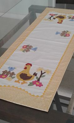 Beautiful Way / Table Rail Made of cotton fabrics, p . Hand Embroidery Patterns Flowers, Hand Embroidery Stitches, Table Runner And Placemats, Quilted Table Runners, Patch Quilt, Applique Quilts, Quilt Block Patterns, Pattern Blocks, Popsicle Stick Crafts House